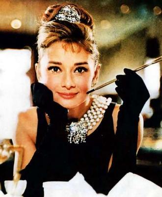 audrey-hepburn-holly-golightly-breakfast-at-tiffanys