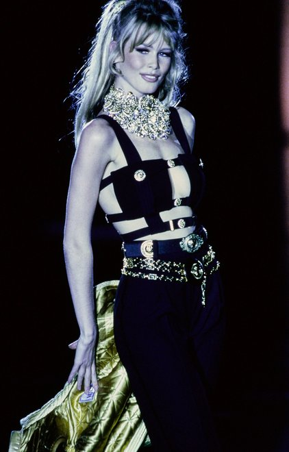 21-VERSACE-FALL-1992-RTW-DETAIL-31-CLAUDIA-SCHIFFER