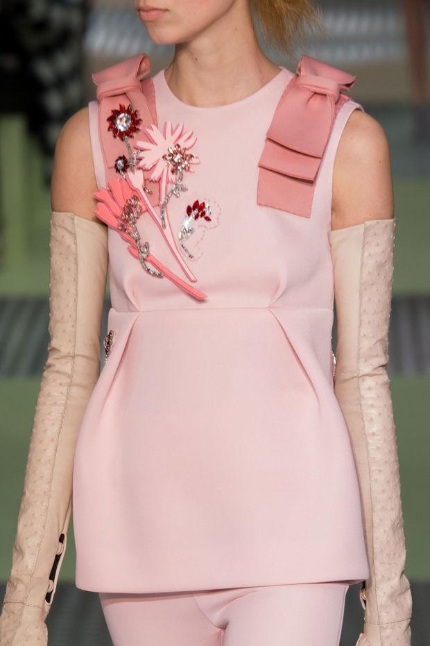 prada pink brooches floral